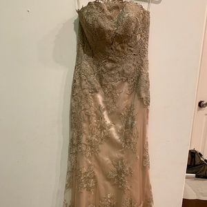 Gorgeous Royal Queen prom dress size 4